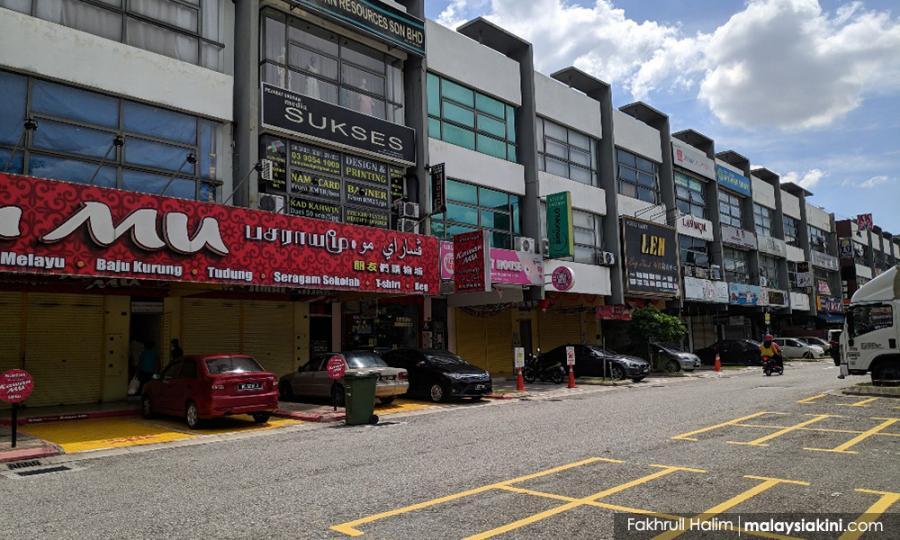 Malaysiakini - Banyak kedai masih tutup, yang buka harap tuah Aidilfitri