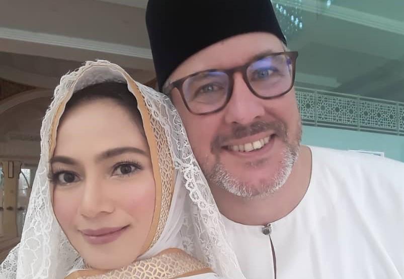 Haliza Misbun selamat bergelar isteri kepada lelaki British - Kosmo Digital