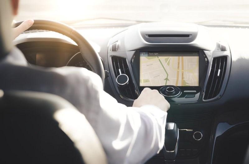 Akibat Terlalu Percayakan GPS, Kereta Tersangkut Di Lorong Kecil - Anak Bapak