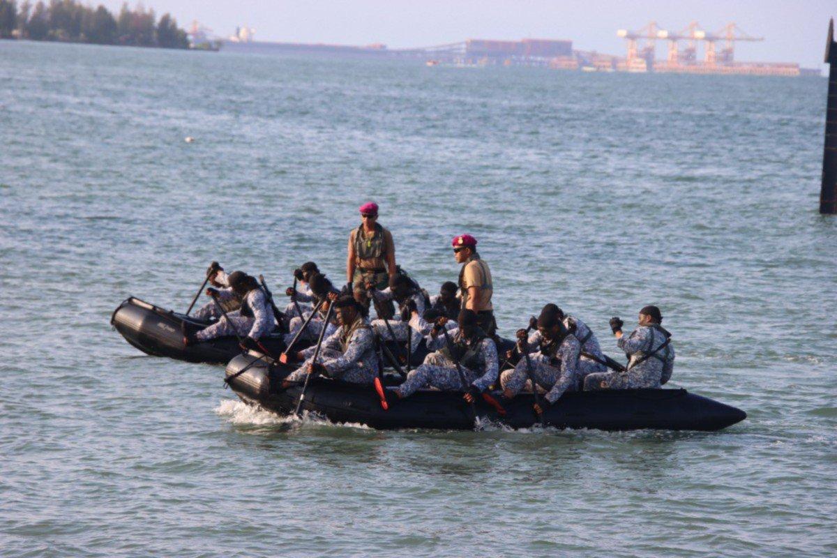 MENDAYUNG adalah salah satu serangan taktikal bagi merapat ke pantai secara senyap dan pantas.